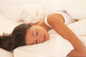 Schlafberater-Frau-im-Bett